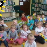 Pszczółki w bibliotece