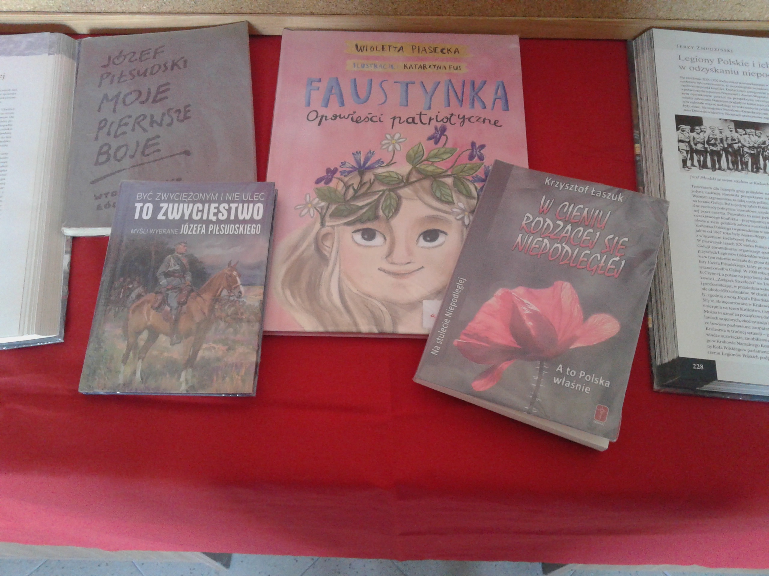 Więcej o: Wspomnienie odzyskania niepodległości w bibliotece w Komornikach